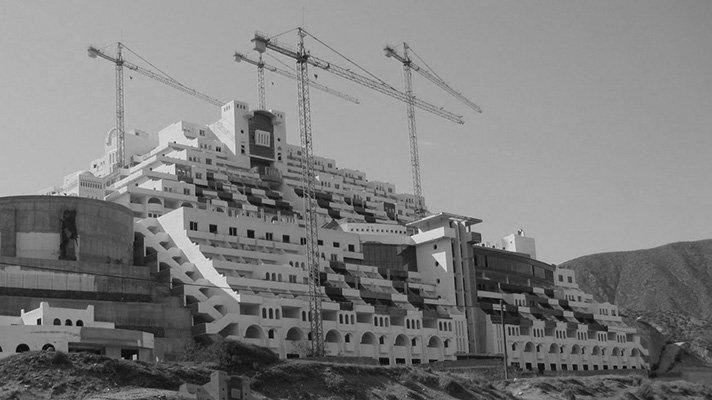 En 2012, n'UNDO, con la colaboración de Greenpeace, elabora un informe técnico para el desmantelamiento selectivo del hotel ilegal del Algarrobico