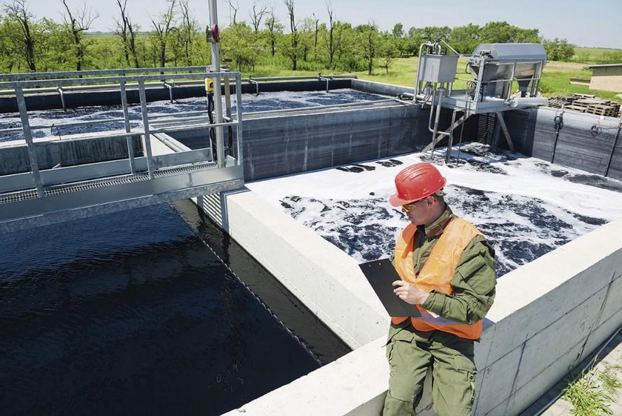 La tecnología más común para el tratamiento de aguas residuales municipales es el proceso de lodos activos