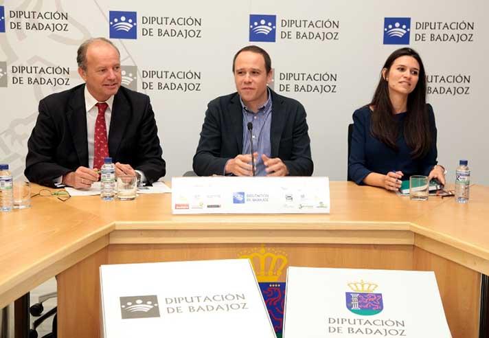 De izquierda a derecha, Juan Alonso de Velasco, gerente de Marketing de Ecoembes; Álvaro Jiménez, gerente de Promedio; y Nieves Seijo Ramos, responsable del servicio de recogida de RSU de Promedio