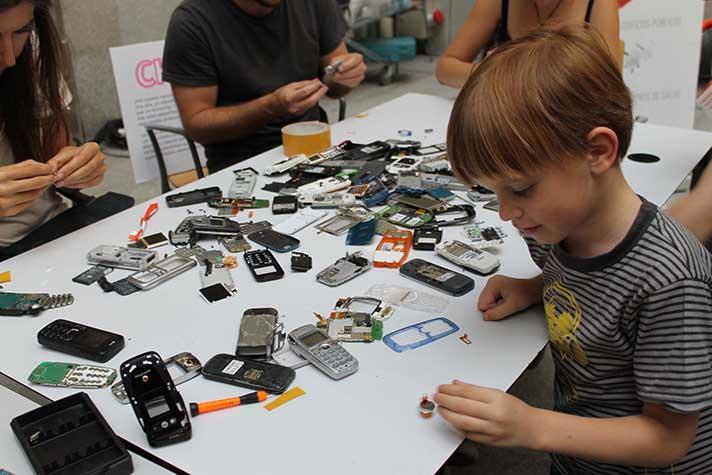 La actividad buscaba la sensibilización en el reciclaje de residuos de aparatos eléctricos y electrónicos (RAEE)