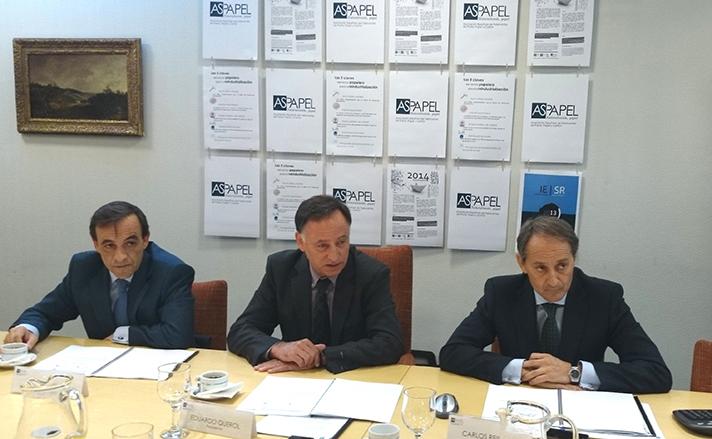 De izquierda a derecha: Enrique Isidro, vicepresidente de Aspapel, Eduardo Querol, presidente de Aspapel; y Carlos Reinoso, director general de Aspapel