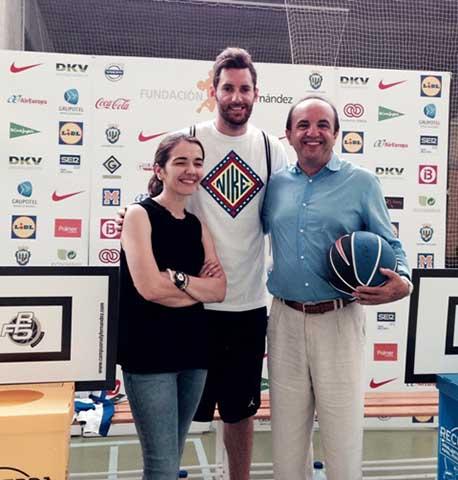 Nieves Rey, responsable del departamento de Comunicación Corporativa de Ecoembes; Rudy Fernández, jugador de baloncesto; y José Luis Gallego, periodista y divulgador ambiental