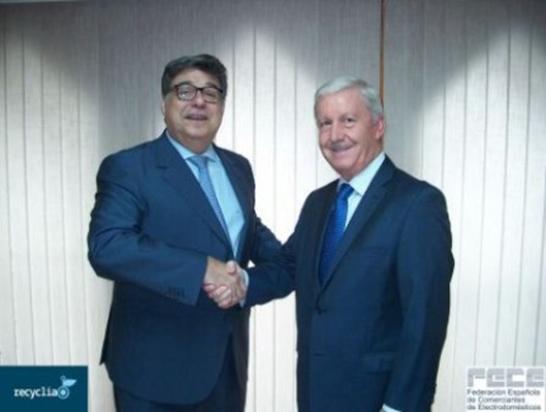 El acuerdo ha sido firmado por José Pérez, consejero delegado de Recyclia, y José Mª Verdeguer Castelló, presidente de FECE