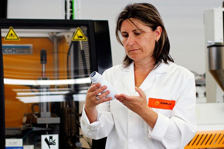 El objetivo es obtener un nuevo material biodegradable y resistente a los tratamientos térmicos para la fabricación de envases para productos lácteos