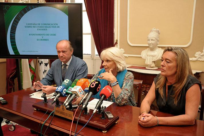 Un momento de la presentación celebrada en el Ayuntamiento de Cádiz