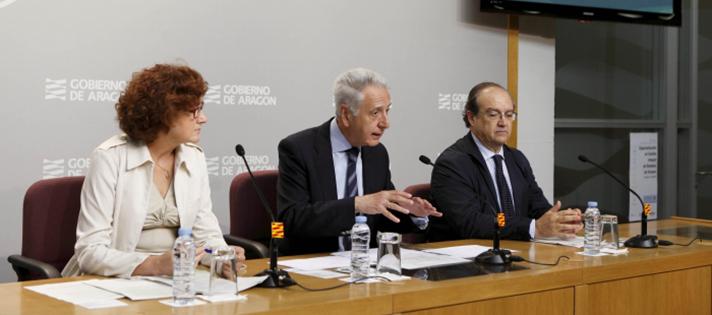 Modesto Lobón, consejero de Agricultura, Ganadería y Medio Ambiente de Aragón; Pilar Molinero, directora general de Calidad Ambiental; y Antonio Barrón, director de Comunicación y Marketing de Ecoembes