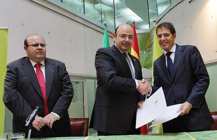 Sebastián Pérez, presidente de la Diputación Provincial de Granada, y Óscar Martín, consejero delegado de Ecoembes