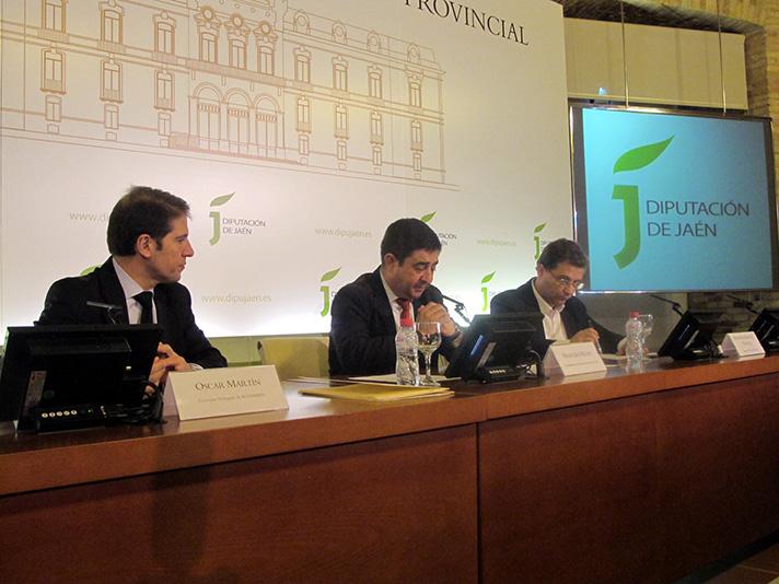 A la firma del acuerdo asistieron Francisco Reyes Martínez, presidente de la Diputación provincial de Jaén, y Óscar Martín, consejero delegado de Ecoembes