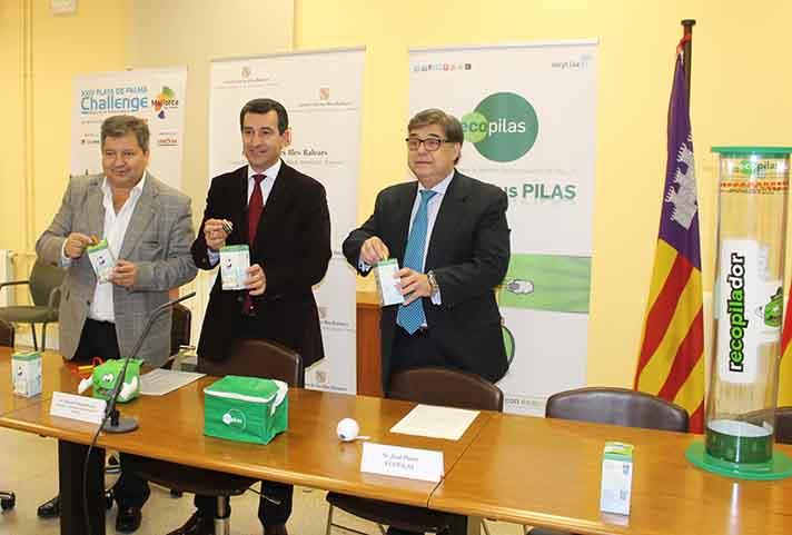El presidente de Ecopilas y consejero delegado de Recyclia, José Pérez, y el director de la Challenge, Manuel Hernández