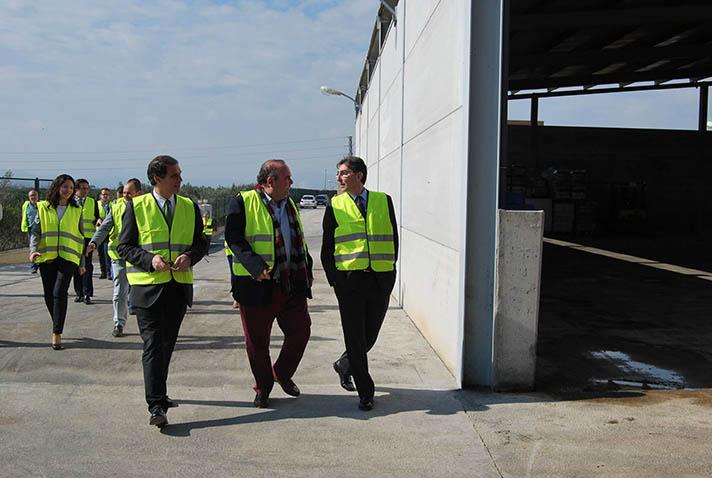 Un momento de la visita institucional a la planta de la Vintena