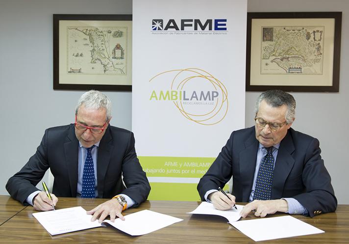 Momento de la firma del acuerdo entre ambas asociaciones