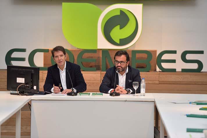 De izquierda a derecha, Óscar Martín, CEO de Ecoembes, e Ignacio González, presidente