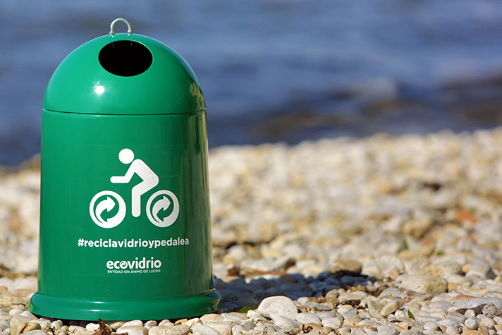 Los españoles reciclaron 694.325 toneladas de residuos de envases de vidrio a través del contenedor verde durante 2014
