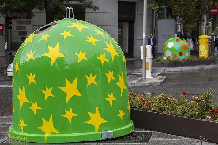 Ecovidrio ha instalado 15 iglús decorados por Agatha Ruiz de la Prada en las calles de Fuencarral y Serrano