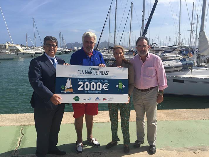 """El Real Club Náutico Puerto Pollensa ha recibido el premio """"Ponte las pilas y recicla"""""""