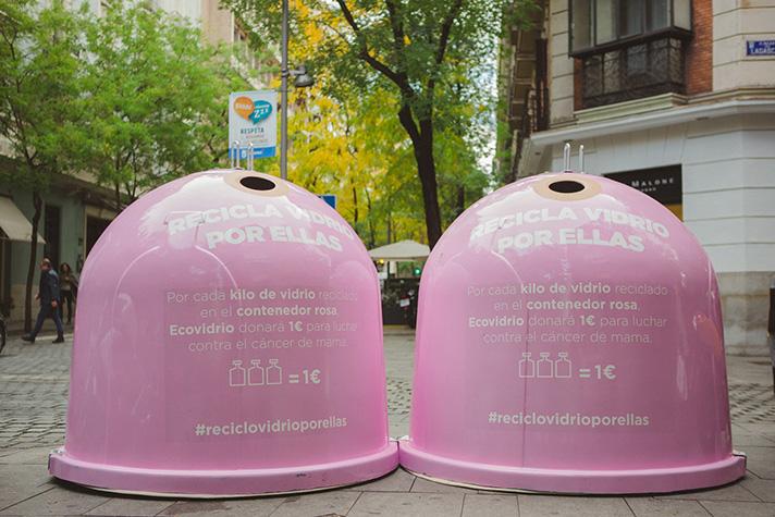 Ecovidrio ha instalado 50 contenedores rosas en los puntos más emblemáticos de Madrid