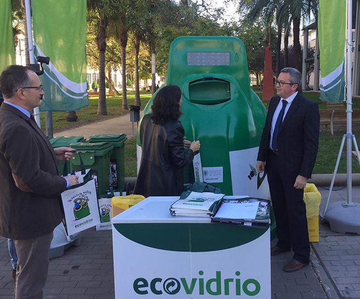 Ecovidrio instalará en cada campus un contenedor especial que contabiliza el número de envases recuperados