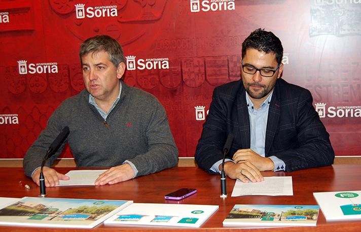 Javier Antón, concejal de Servicios Locales del Ayuntamiento de Soria y José Carlos Agustina, gerente de zona de Ecovidrio, en la presentación