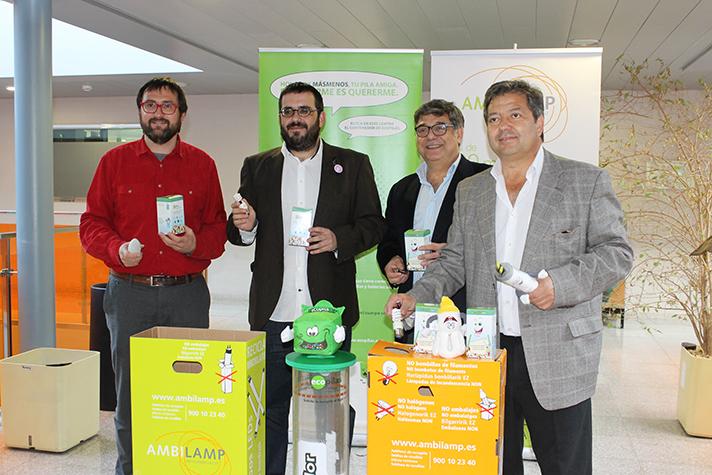 A la presentación asistieron el conseller Vicenç Vidal; el director general de Educación Ambiental, Calidad Ambiental y Residuos, Sebastià Sansó; el presidente de la Fundación Ecopilas, José Pérez, y el director de Unisport Consulting, Manuel Hernández