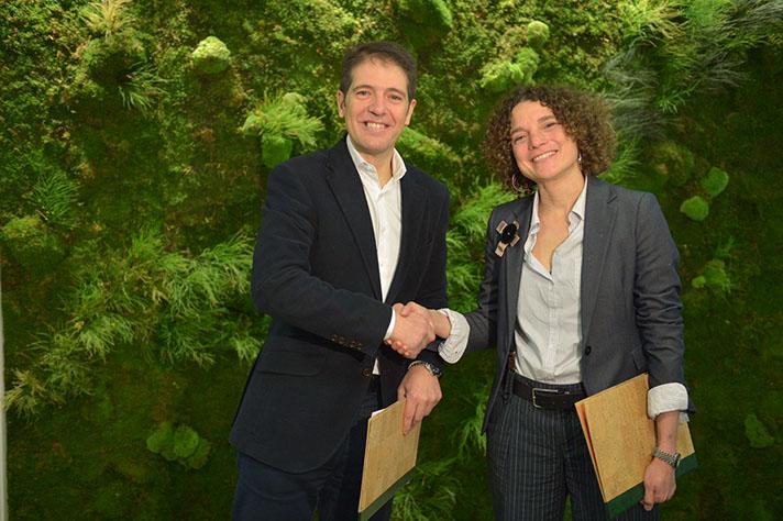 Sonia Castañeda, directora de la Fundación Biodiversidad, y Óscar Martín, consejero delegado de Ecoembes