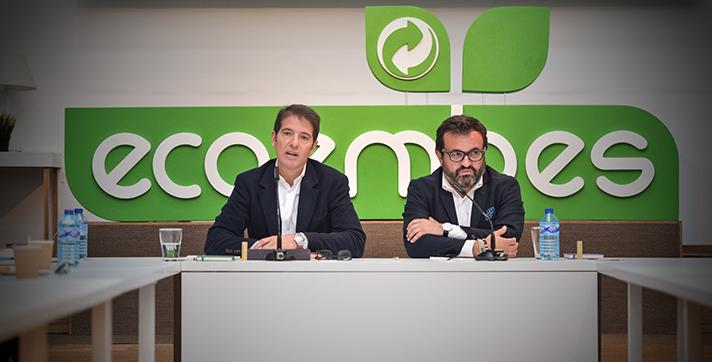 De izquierda a derecha, Óscar Martín, Director General de Ecoembes, e Ignacio González, presidente