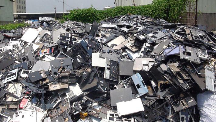 El 75% de estos residuos no se gestionan de forma adecuada y son abandonados en vertederos ilegales