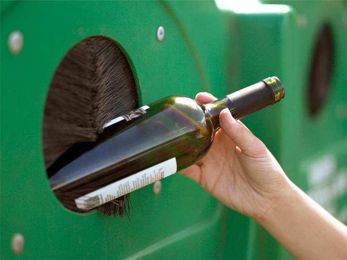 Las inversiones afianzan la apuesta por el modelo actual de contenedor que ha logrado que España alcance una tasa de reciclado de vidrio del 70%