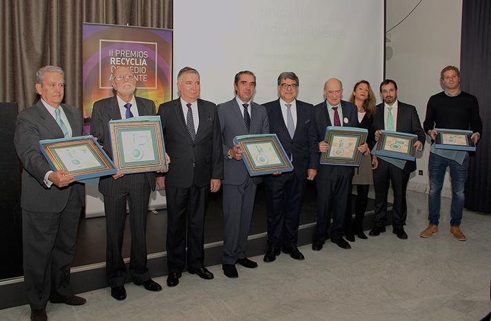 Foto de familia de los ganadores de los II Premios Recyclia de Medio Ambiente
