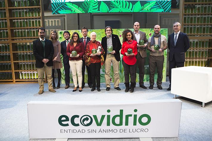 Todos los premiados en una foto de grupo al finalizar el acto