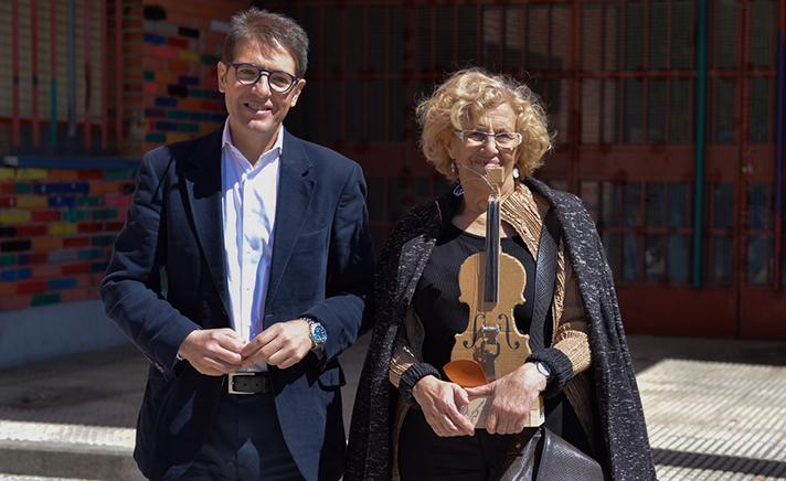 Óscar Martín, consejero delegado de Ecoembes, y Manuela Carmena, alcaldesa de Madrid