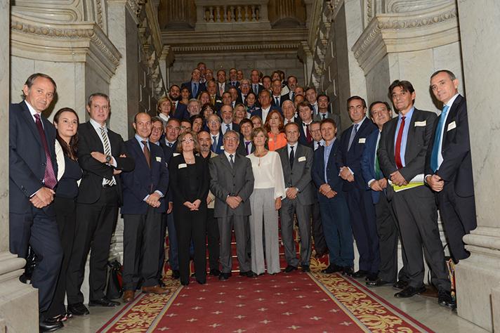 Todos los agentes sociales y empresariales con la ministra Ministra de Agricultura y Pesca, Alimentación y Medio Ambiente (MAPAMA), Isabel García Tejerina