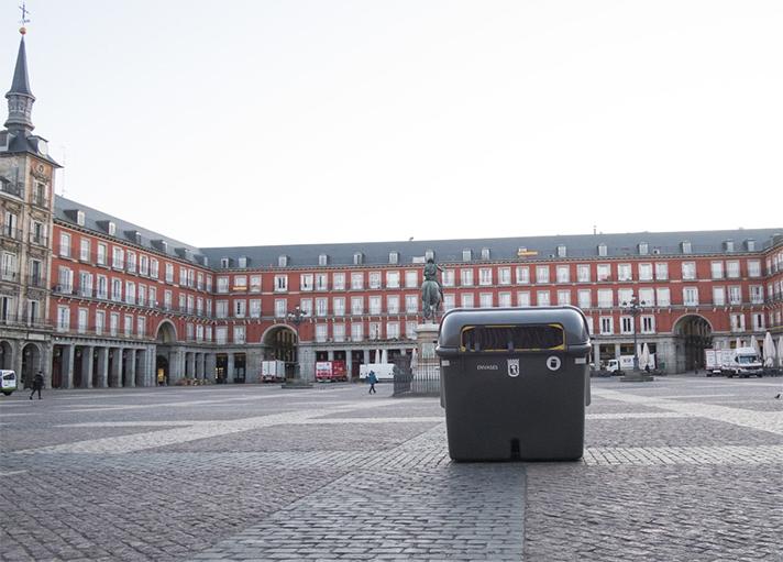 Hay dos contenedores en la Plaza Mayor y uno en la zona de Cuchilleros