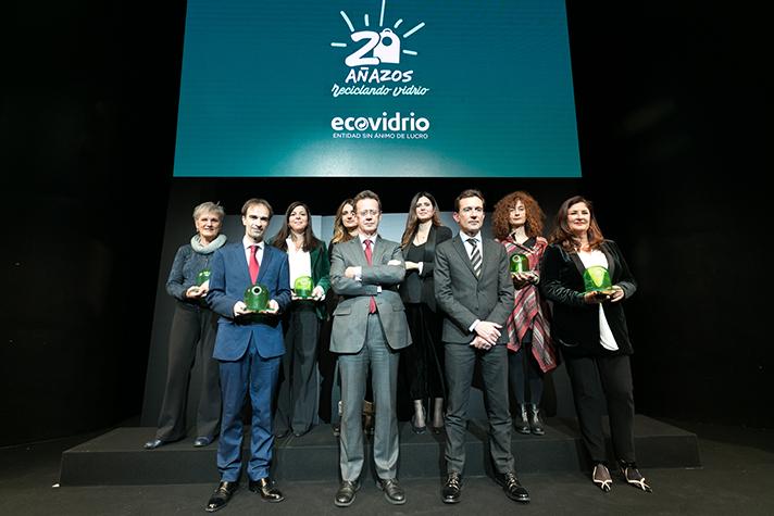 Foto de familia de los ganadores de la XVIII edición de los Premios Periodísticos Ecovidrio