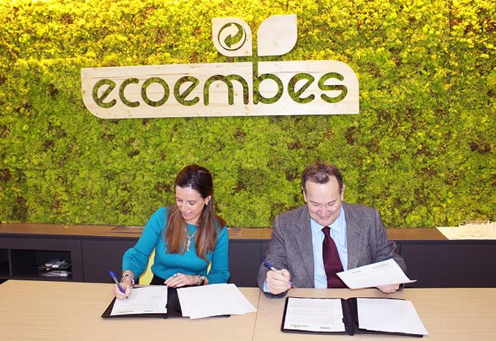 La firma del convenio se ha realizado entre Rosa Trigo, directora Técnica y de Innovación de Ecoembes, y de José María Vázquez, director de la UNIR