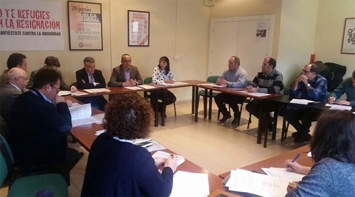 Reunión entre representantes de patronal y sindicatos de la industria cementera en Castilla y León