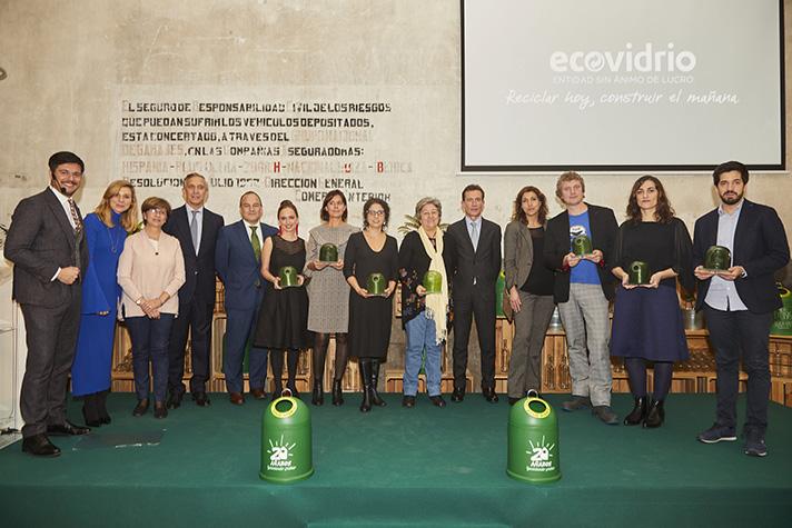 Foto de familia de los ganadores de los XIX Premios Ecovidrio