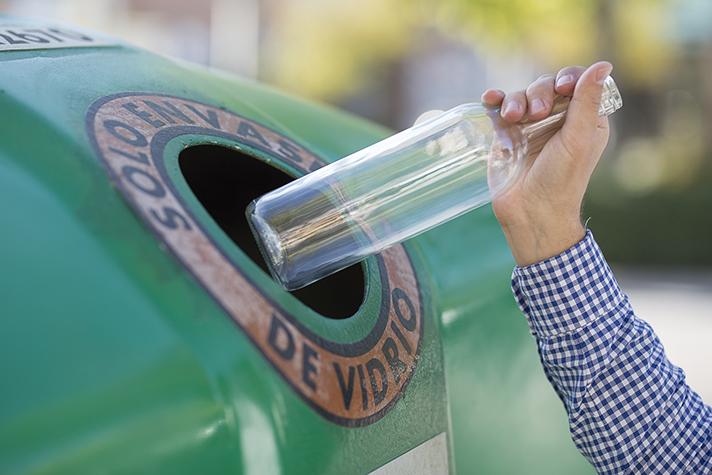 El reciclaje de envases de vidrio es un elemento clave para evitar la sobreexplotación de los recursos y luchar contra el cambio climático