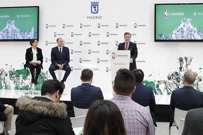 """Presentación de la campaña """"Sé el jugador más valioso del reciclaje"""" para promover el reciclaje de vidrio en la ciudad"""