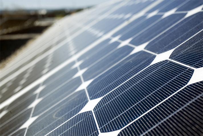 Un panel solar novedoso consigue eficiencias récord sobre tejado