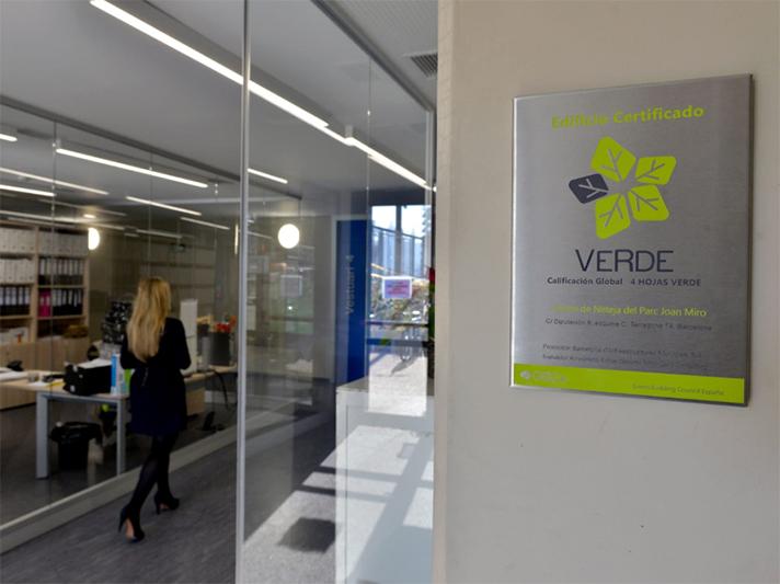 GBCe entrega el certificado VERDE a un edificio semienterrado para los equipos de limpieza de Barcelona