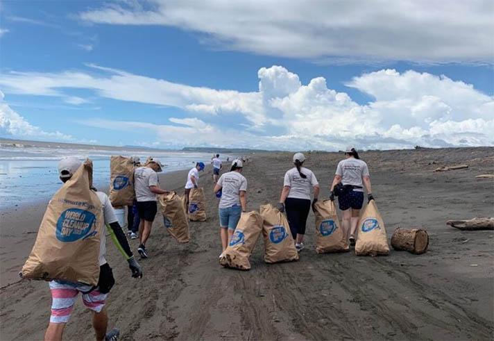 Smurfit Kappa recoge 10.000 bolsas y cajas de basura en el Día Mundial de la Limpieza