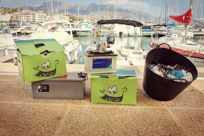 Los clubes y escuelas náuticas de las costas españolas baten su récord de recogida de pilas con dos toneladas