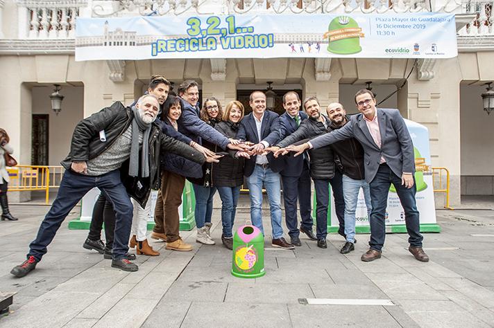 Guadalajara bate el récord mundial de recogida selectiva de botellas de vidrio en una hora