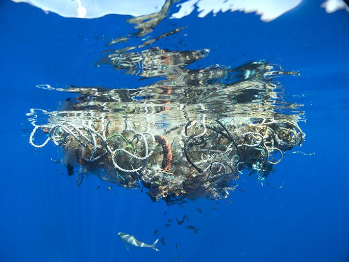 12 millones de toneladas de plástico colapsan nuestros océanos