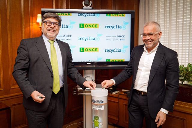 Ambas entidades han firmado un acuerdo que contempla la instalación de contenedores y la colaboración en campañas de concienciación ciudadana