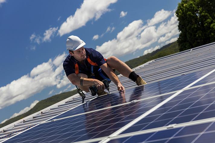 UNEF elabora un plan de reactivación del sector fotovoltaico para contribuir a la recuperación económica de España