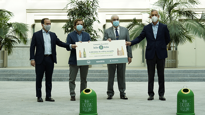 El reciclaje de los madrileños se transforma en 6.000 kilos de comida para el Banco de Alimentos