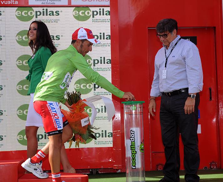 Joaquim Rodríguez y José Pérez, presidente de Ecopilas, en la Vuelta a España 2014