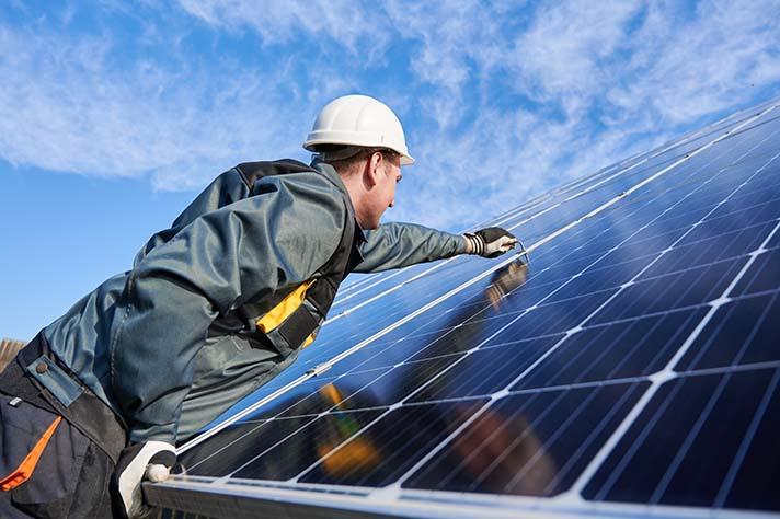 29 medidas y 35 reformas, propuesta de UNEF para que la fotovoltaica sea protagonista del plan de recuperación
