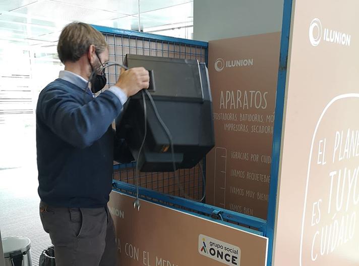 Los trabajadores de la sede corporativa de ILUNION reciclan más de 500 kilos de residuos eléctricos y electrónicos